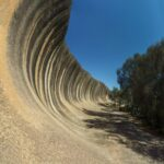 Необычная скала в форме гигантской волны в Австралии (9 фото)