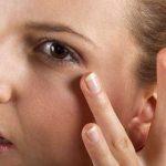 Несколько способов позаботиться о коже вокруг глаз.