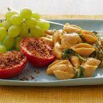 Макароны ракушки с низкокалорийным сырным соусом и печёными помидорами