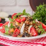 Салат с гречкой и баклажанами